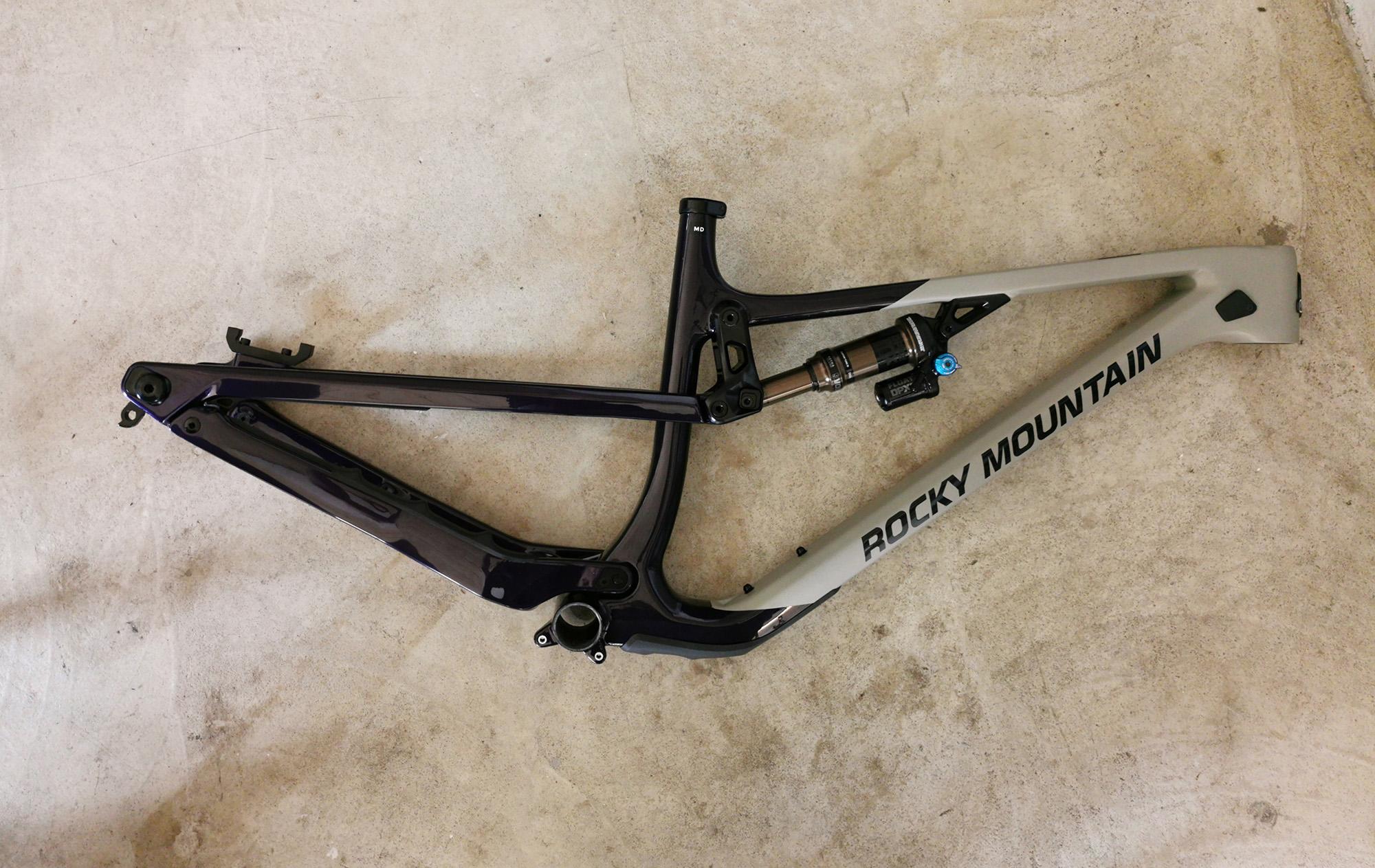 Nouveauté 2021: vélo de trail polyvalent, Rocky Mountain carbon 29, en stock